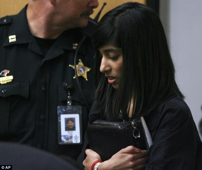 Rifqa Bary Holding Her Bible Entering Florida Court Room