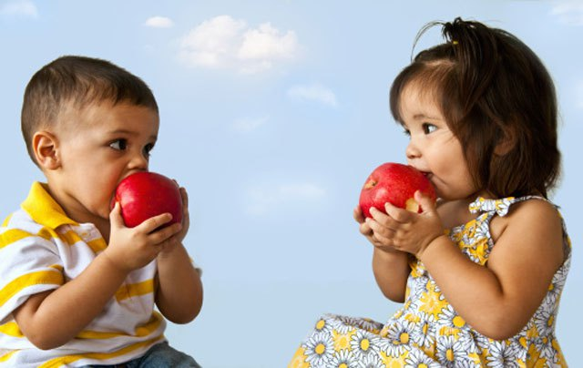 Latino Children Eating Apples --NBC Latino
